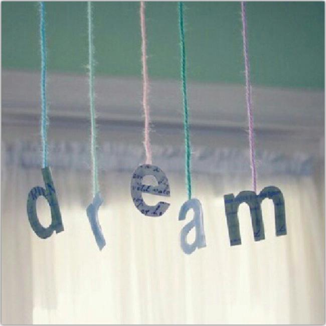 Colgantes forman la palabra Dream