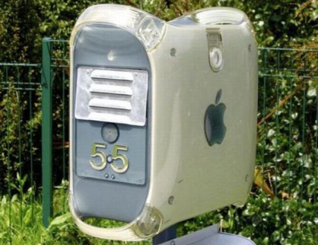 Ierdwyfke Apple-Tech-Geek-Stuff Board