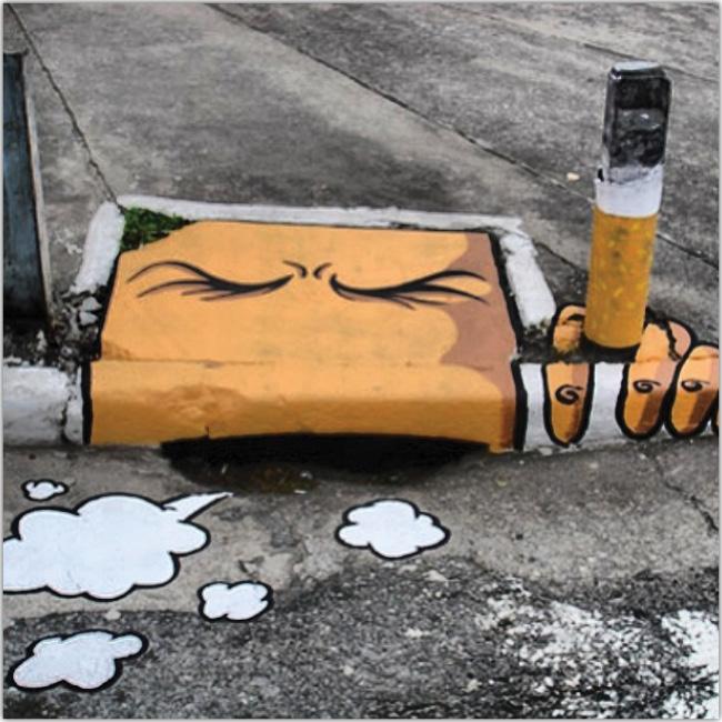 Cara dibujada en el asfalto