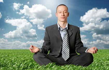 Oficinista-meditando-destacada