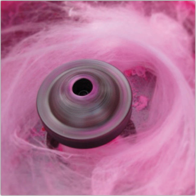 Imagen abstracta con colores rosas, morados y una especie de cacerola gris al medio.