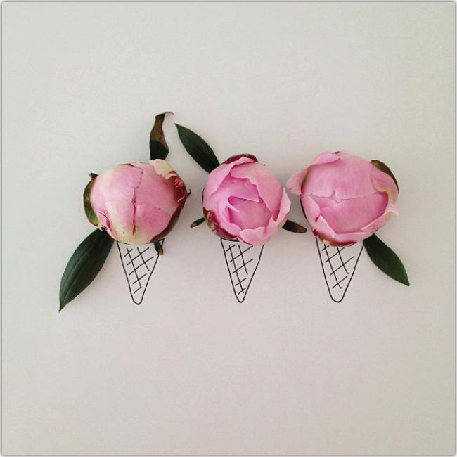 Flores simulando ser heladossobre conos dibujados en papel