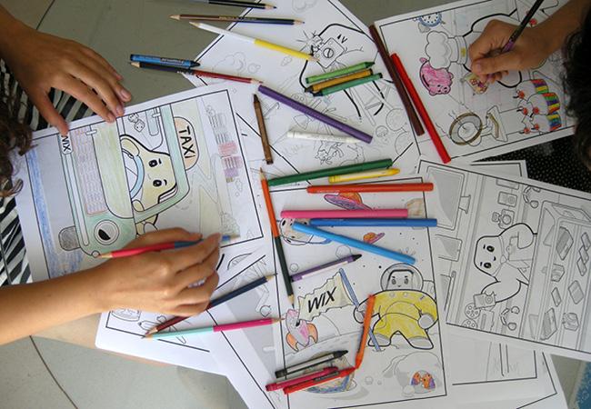 Muchas manos pintan el libro