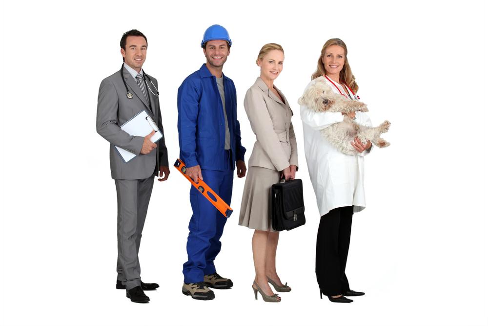 Cuatro profesionales: Un médico, un albañil, una abogada y una veterinaria