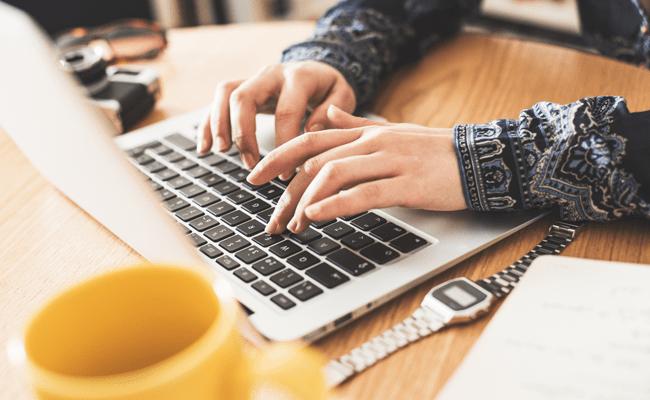 Poca o Nula Presencia Online