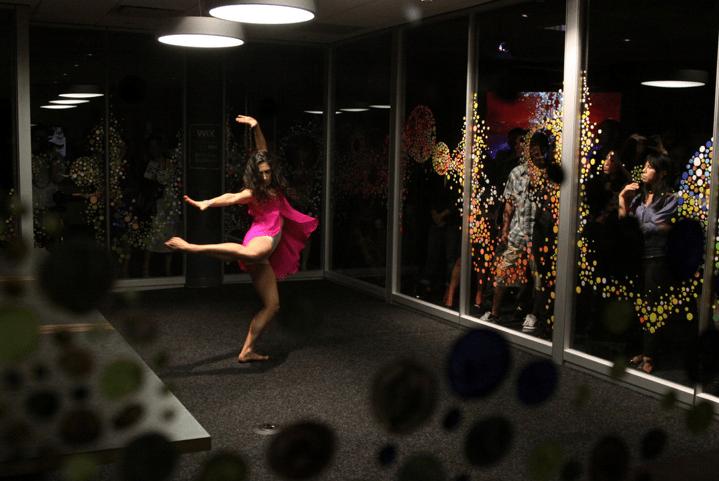 Kyla Dance performing at Tomo Mori exhibition