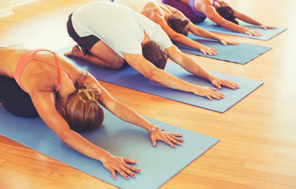 Clustar - Yoga en la oficina