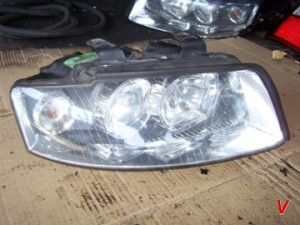 Audi A4 Фара правая HG05185044