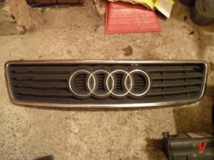 Решетка радиатора Audi A6 HG80034583