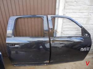 Dodge RAM Двери передние HG71338365