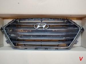 Решетка радиатора Hyundai Elantra HG81773059