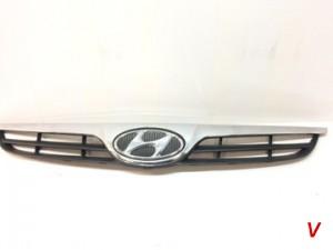 Решетка радиатора Hyundai i20 HG72864699