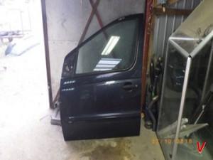 Mercedes Vaneo Двери передние HG73124515