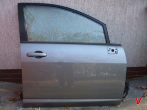 Nissan Tiida Двери передние HG72811564