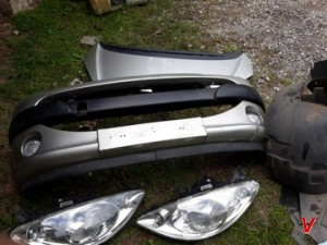 Peugeot 1007 Бампер передний HG75383016