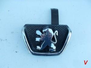 Peugeot 206 Решетка радиатора HG18250173