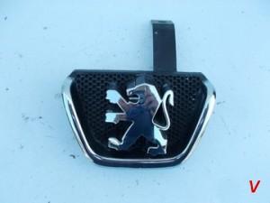 Peugeot 206 Решетка радиатора HG18250746