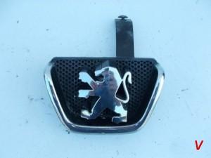 Peugeot 206 Решетка радиатора HG18251423