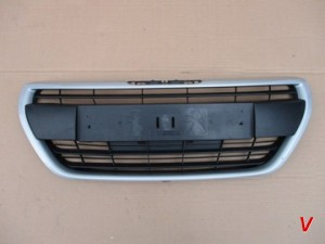 Peugeot 208 Решетка радиатора HG74331439