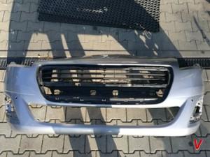 Peugeot 5008 Бампер передний HG81028026