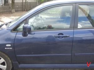 Suzuki Liana Двери передние HG73512716
