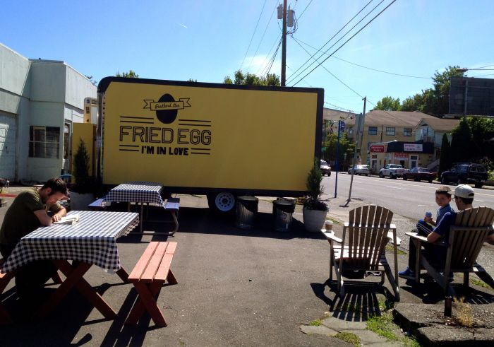 1859-summer-2012-portland-oregon-food-cartographer-fried-egg-im-in-love-cart-and-seating