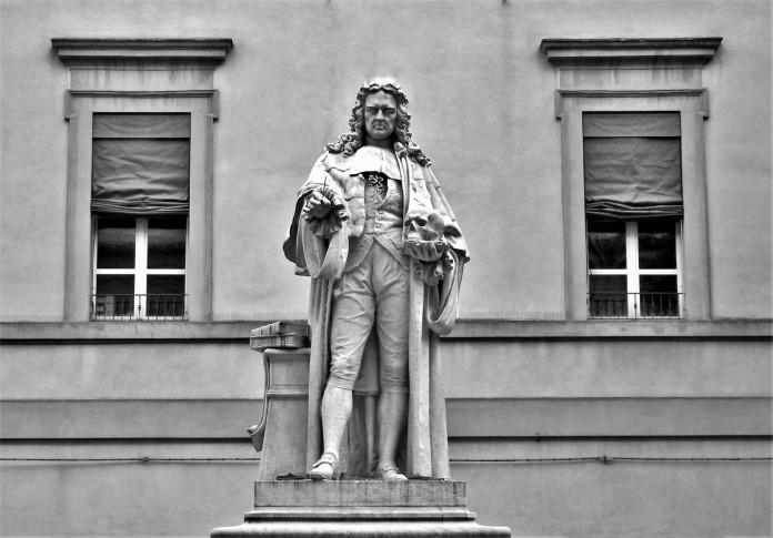 Piazza Morgagni statua