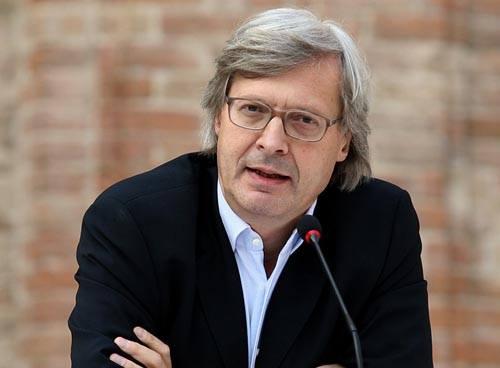 VITTORIO SGARBI E QUATTRO OPERE DI MARIO SCHIFANO.