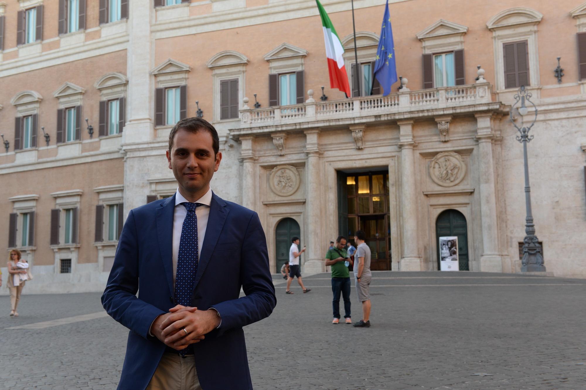 Pd: Emiliano, Renzi rispetti partito, sua linea già sconfitta