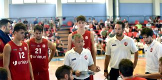 Basket coach Valli