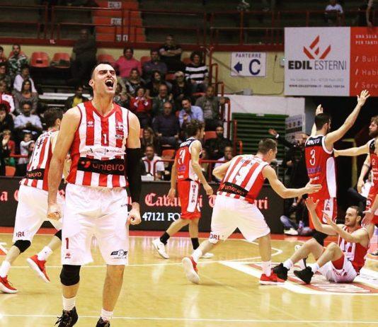 Basket - Esultanza Unieuro Forlì