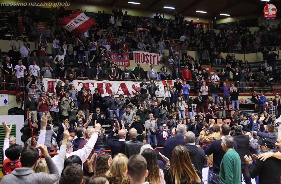 SportBasket      Basket. Scatta il divieto di vendita dei biglietti ai residenti di Bologna                   Da Staff 4live-       23 marzo 2018       Letture 193