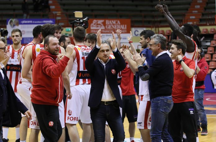 Coach Valli basket