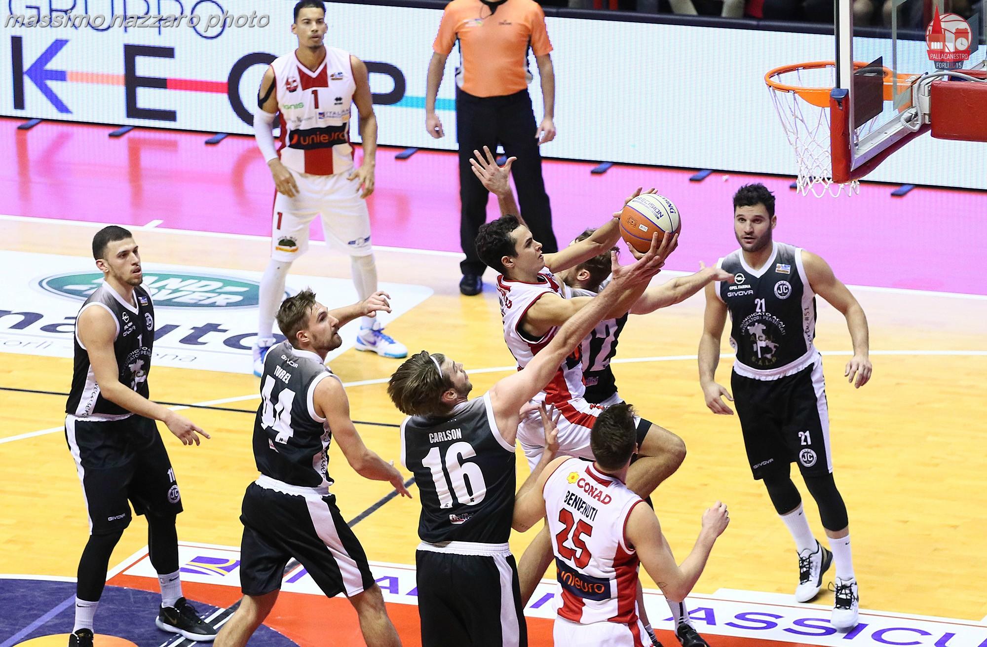 Basket-Unieuro-Forlì-Caserta