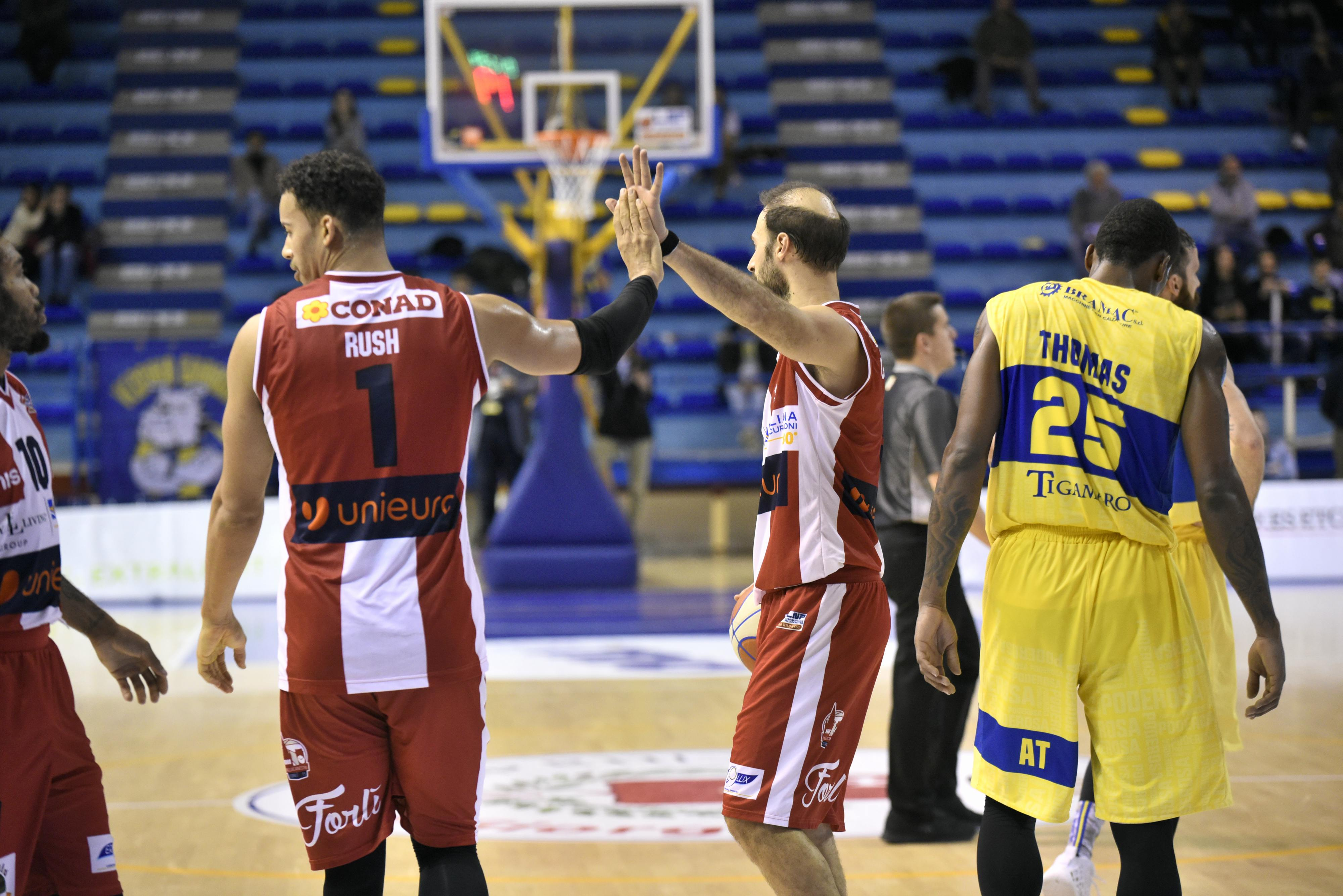 Basket-Montegranaro-Forlì