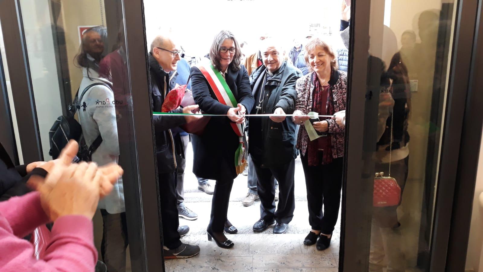 Inaugurazione-con-assessore-Tassinari
