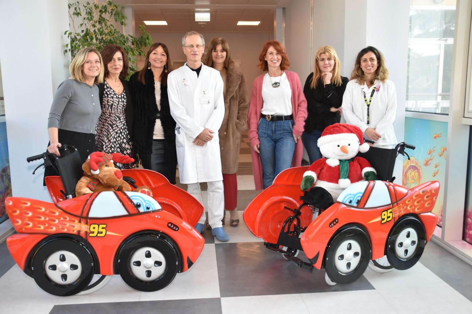 Alive-dona-due-carrozzine-alla-Pediatria