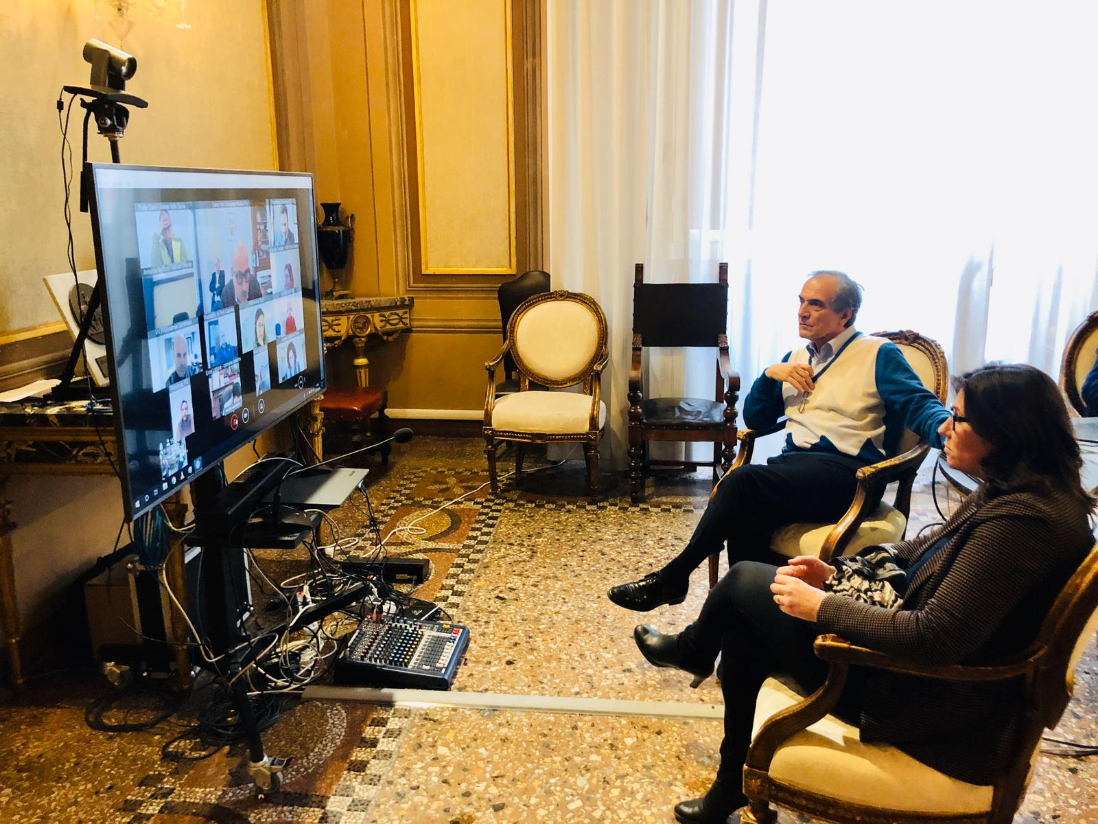 Videoconferenza-tra-sindaco-e-Tassinari