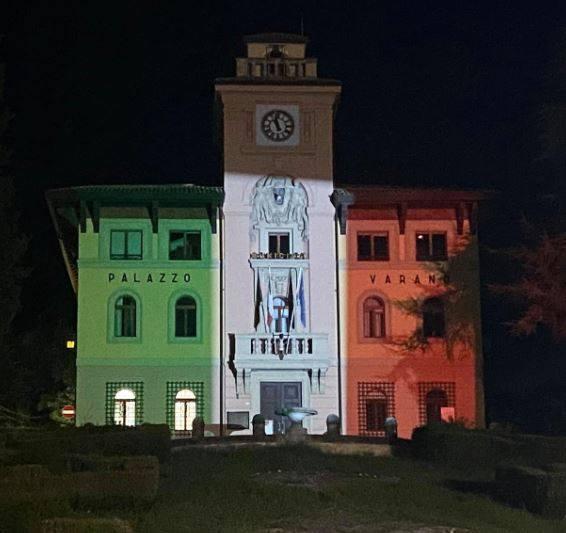 Palazzo-del-Varano-col-tricolore-Predappio