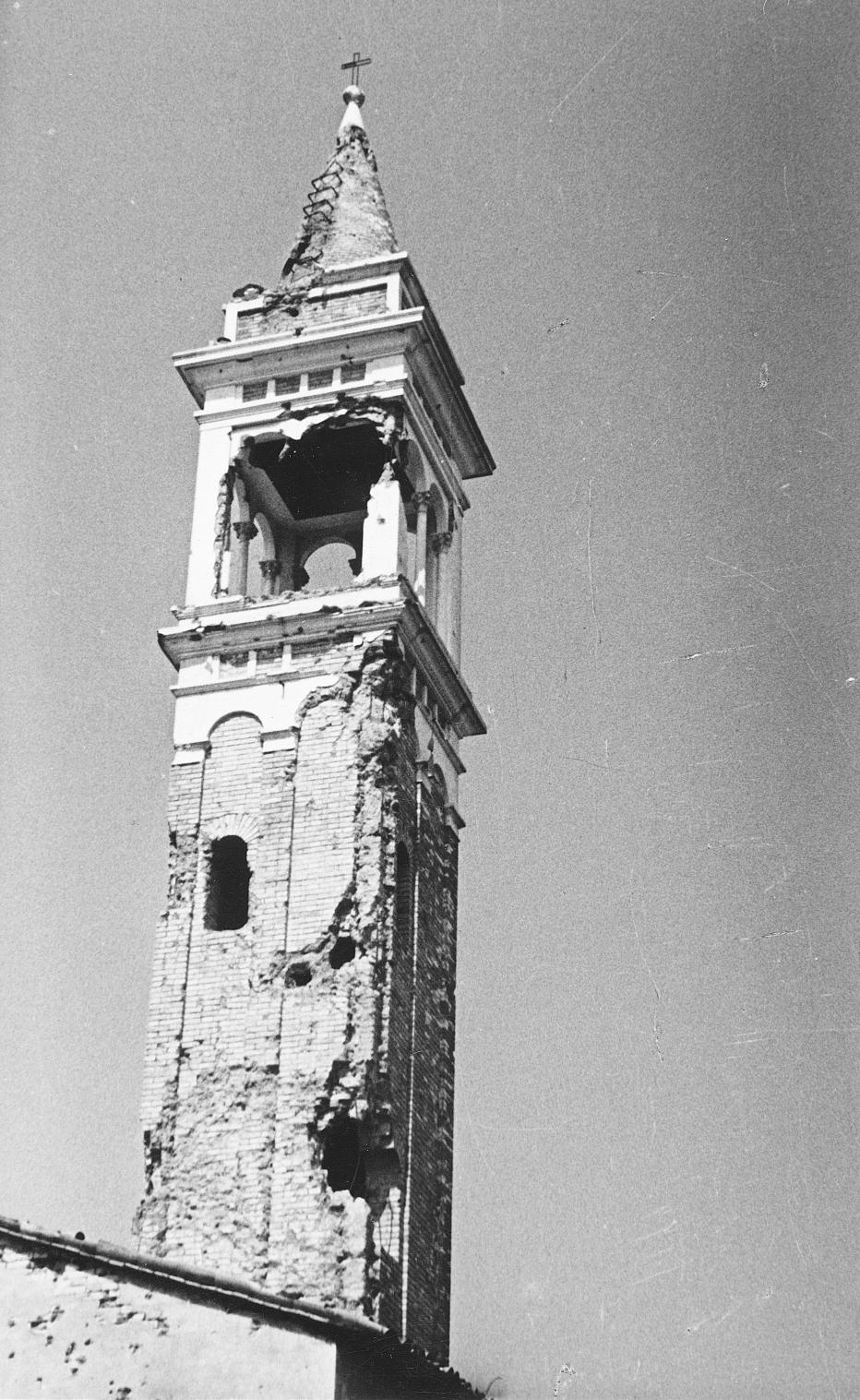 Il-campanile-danneggiato-durante-la-Seconda-Guerra-mondiale