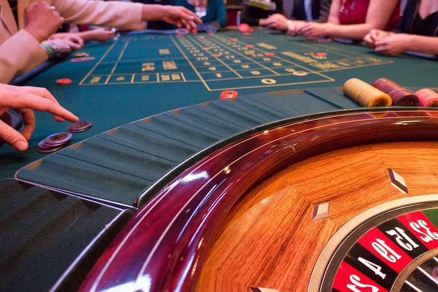 game-bank-use-jeton-place-roulette-roulette-wheel-play-gambling-casino