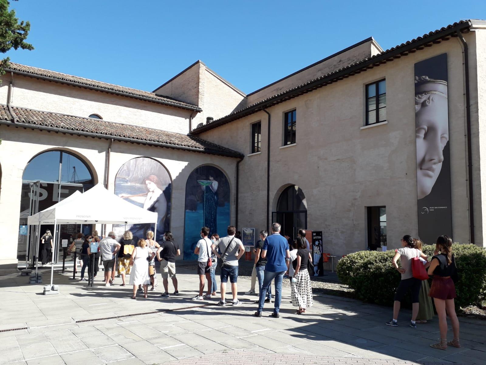 Mostra Ulisse visitatori in ingresso Musei San Domenico