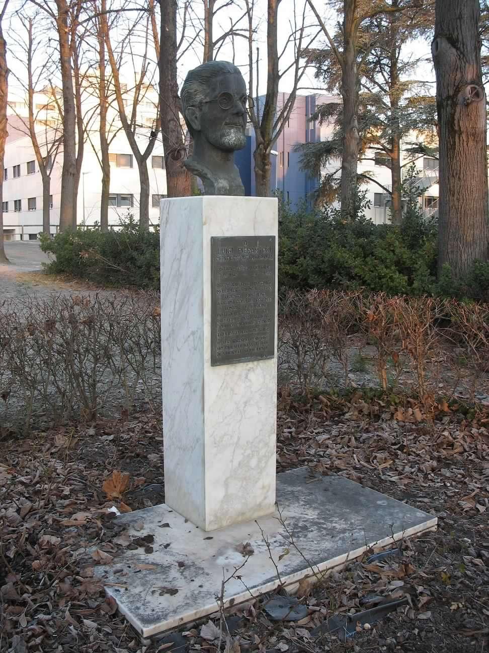 Busto-Luigi-Pierantoni