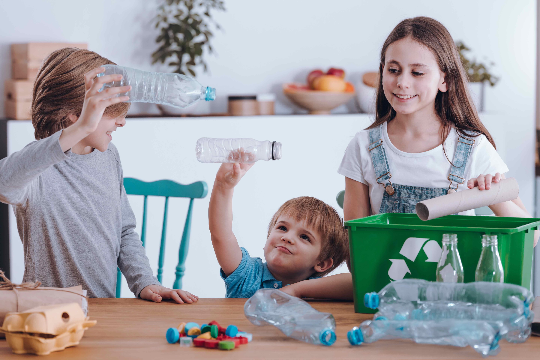 bambini ambiente e plastica