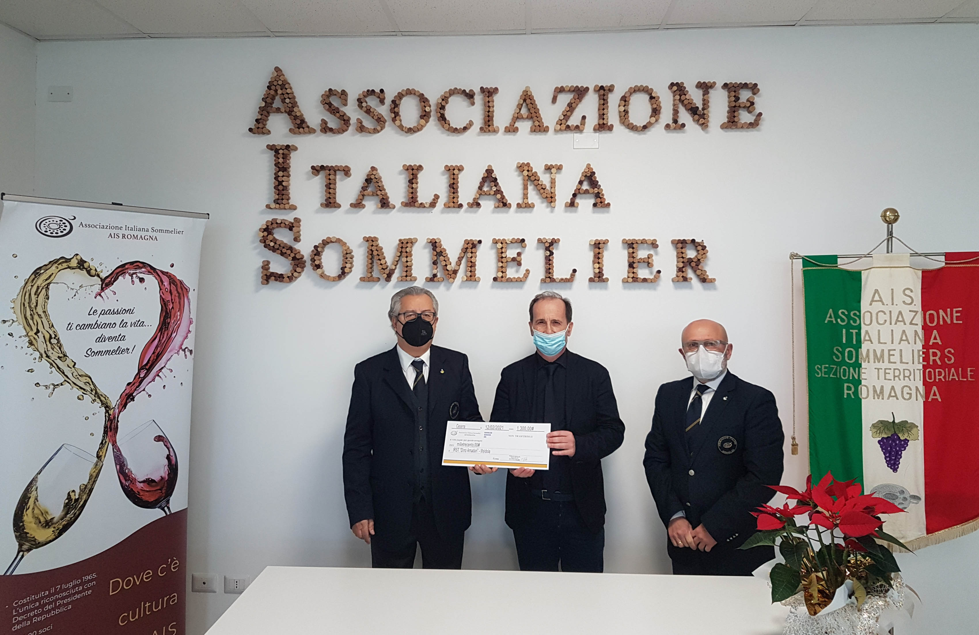 Consegna-assegno-AIS-Associazione-Italiana-Sommelier