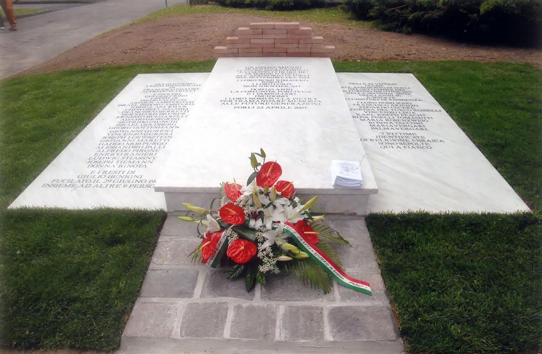 Cimitero di Forlì a ricordo delle vittime uccise all'aeroporto di Forlì nel settembre 1944