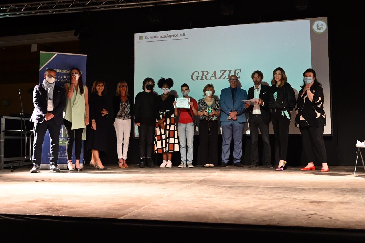 premiazione-del-Contest-sullEconomia-Circolare-Terra-cibo-e-sostenibilità