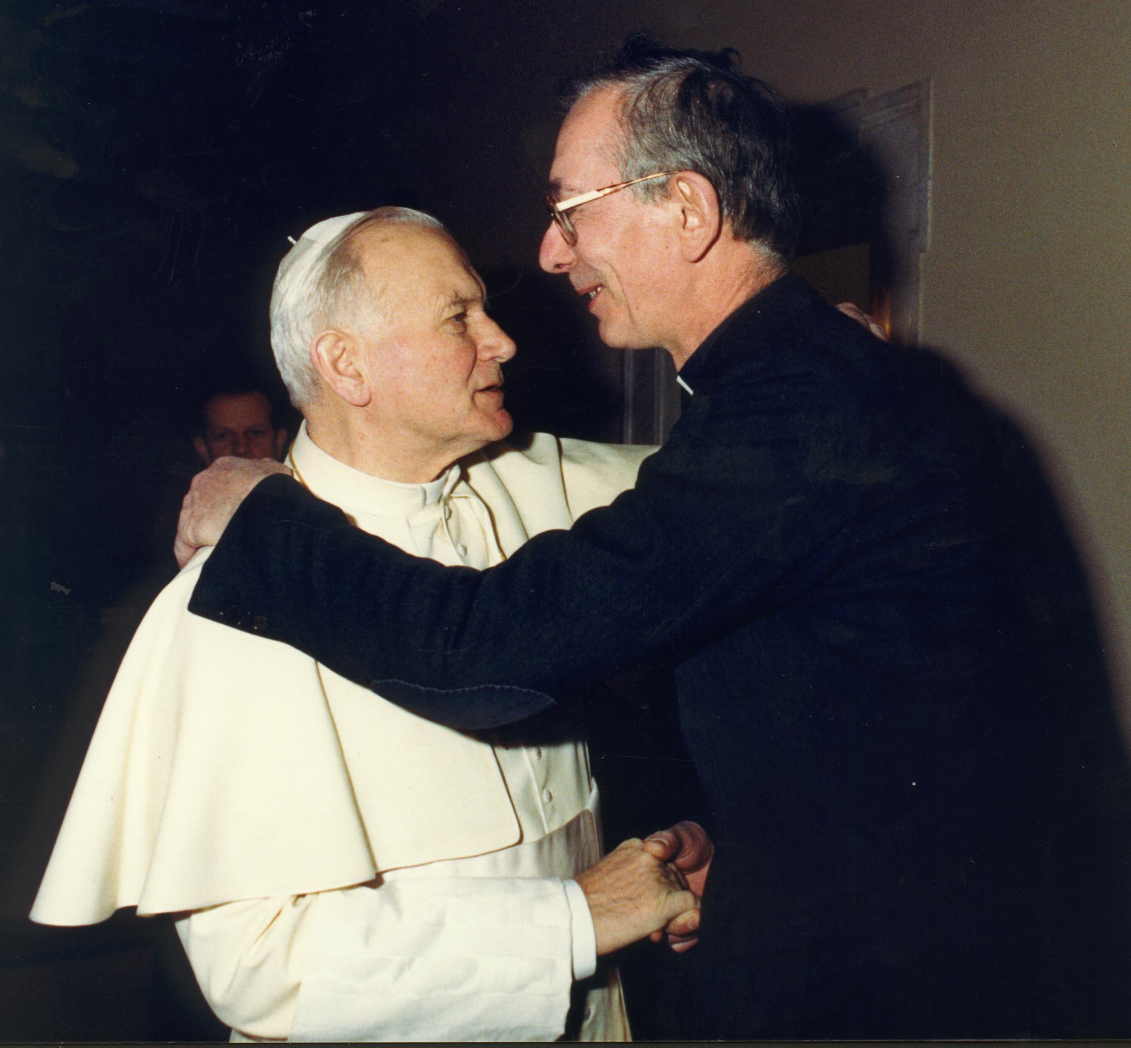 Don Francesco Ricci con Giovanni Paolo II