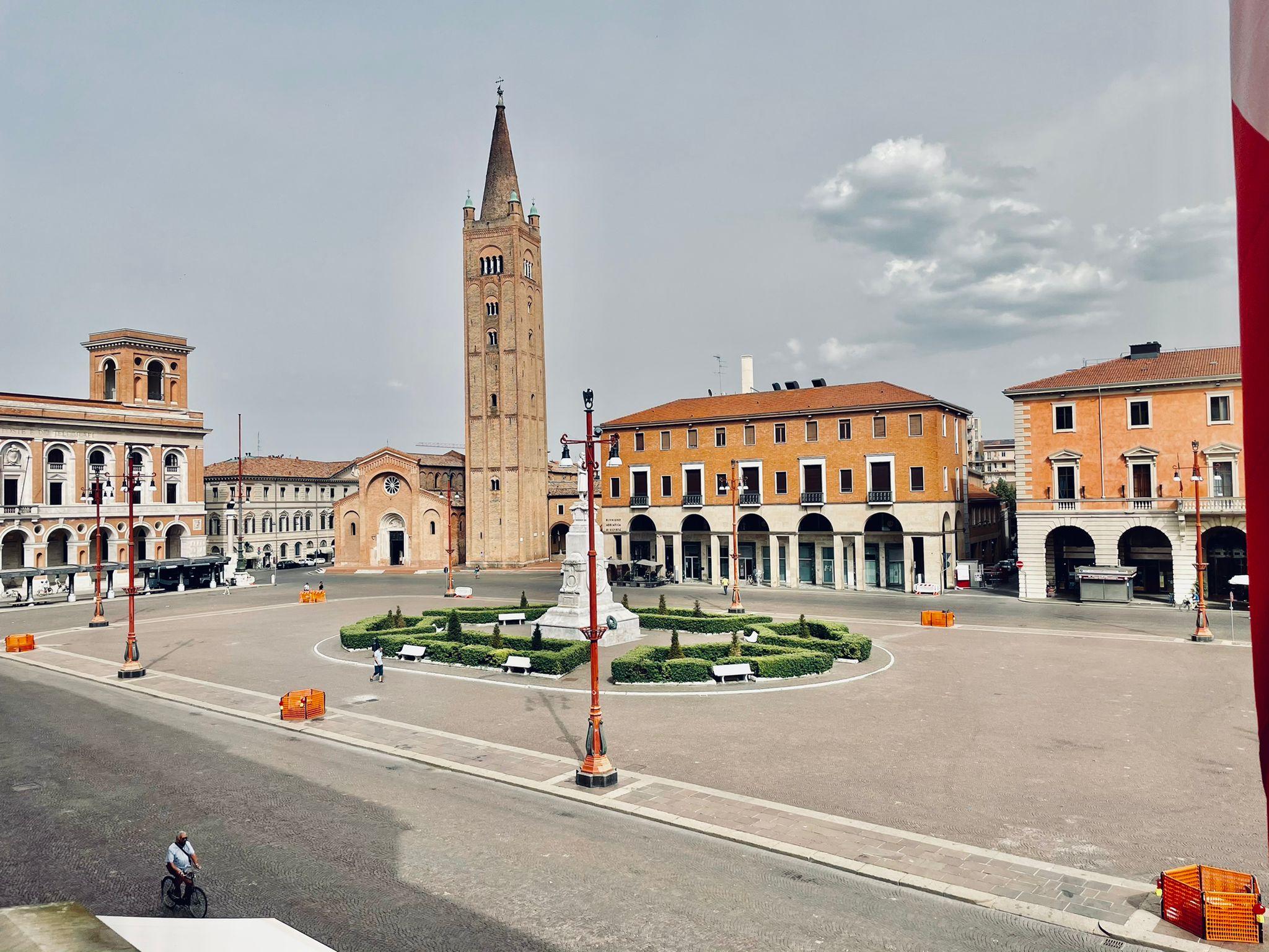 Piazza-Saffi-lavori-di-pubblica-illuminazione