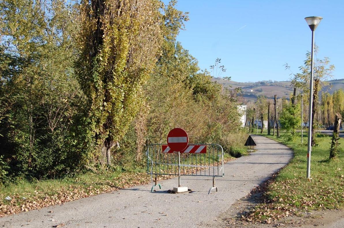 Via-Battanini-chiusa-per-dissesto-iderogeologico